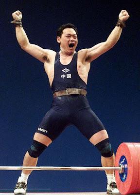Sydney 2000 - Zhan Xugang, campeón en halterofilia (-77 kg)