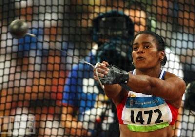 Yipsi Moreno, plata en lanzamiento de martillo