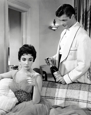 Elizabeth Taylor y Roger Moore en La ltima vez que vi Pars (1954)