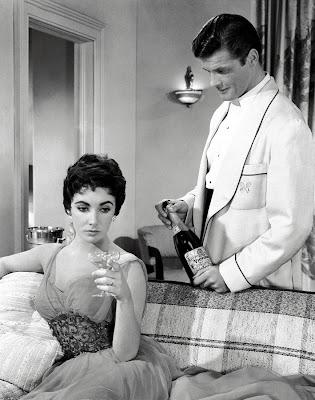 Elizabeth Taylor y Roger Moore en La última vez que vi París (1954)