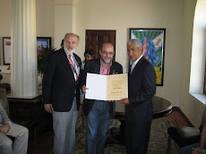 Entrega Diploma Javier Sanchiz Ruiz de México