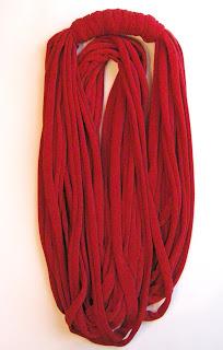 czerwony naszyjnik