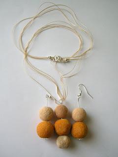 pomarańczowo-piaskowy koral z półfabrykatów (wersja 2)