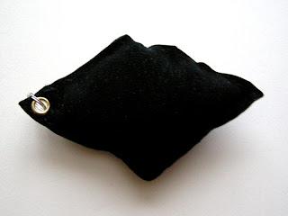 breloki - poduszeczki (czarne karo)