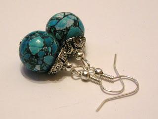 biżuteria z półfabrykatów - niebieski howlit (kolczyki)
