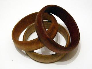 wyroby decoupage - bejcowany drewniany komplet (bransoletki)
