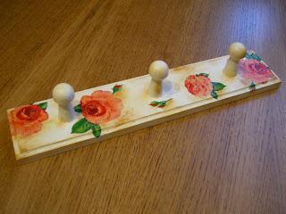 wyroby decoupage - różany wieszak