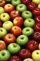 Itt az alma