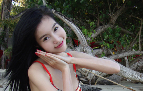 These pictures are a hot Vietnamese girl in red bikini pictures.