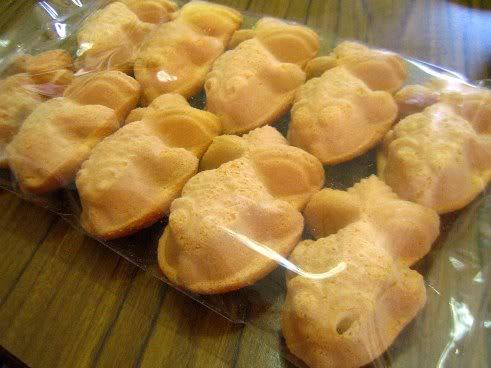 Kuih bahulu adalah sejenis kuih tradisional orang Melayu yang biasanya ...