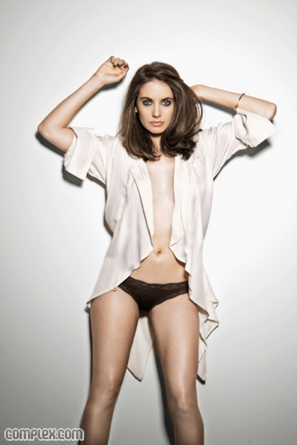 alison brie hot - photo #16