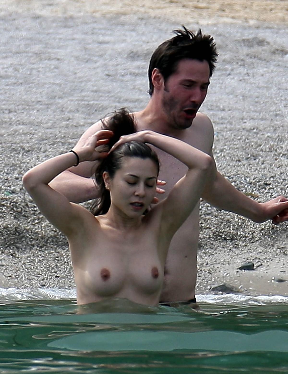 http://1.bp.blogspot.com/_WDCWEjl45FQ/TPVZMf6l3wI/AAAAAAAABBM/_pm9ckqDprU/s1600/china-chow-topless-keanu-reeves-19.jpg