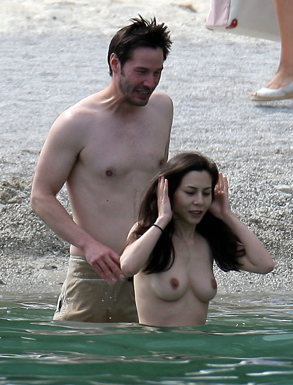 http://1.bp.blogspot.com/_WDCWEjl45FQ/TPVZQi1e67I/AAAAAAAABBQ/0i8qF3-mZuk/s1600/china-chow-topless-keanu-reeves-20.jpg