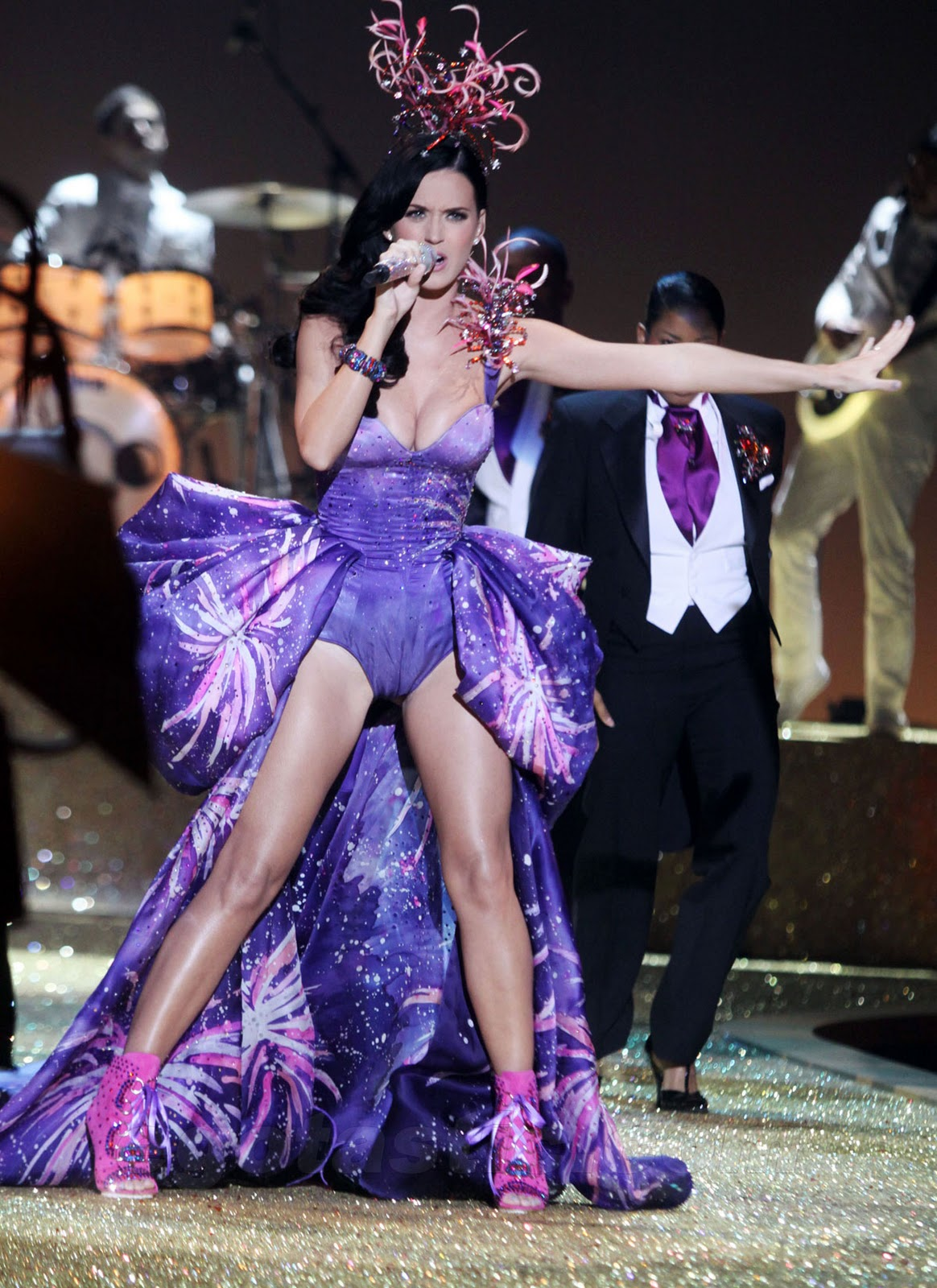 http://1.bp.blogspot.com/_WDCWEjl45FQ/TS82pSFuASI/AAAAAAAACX8/vf928-9SioQ/s1600/katy-perry-2010-victorias-secret-fashion-show-12-FP-6038990.jpg