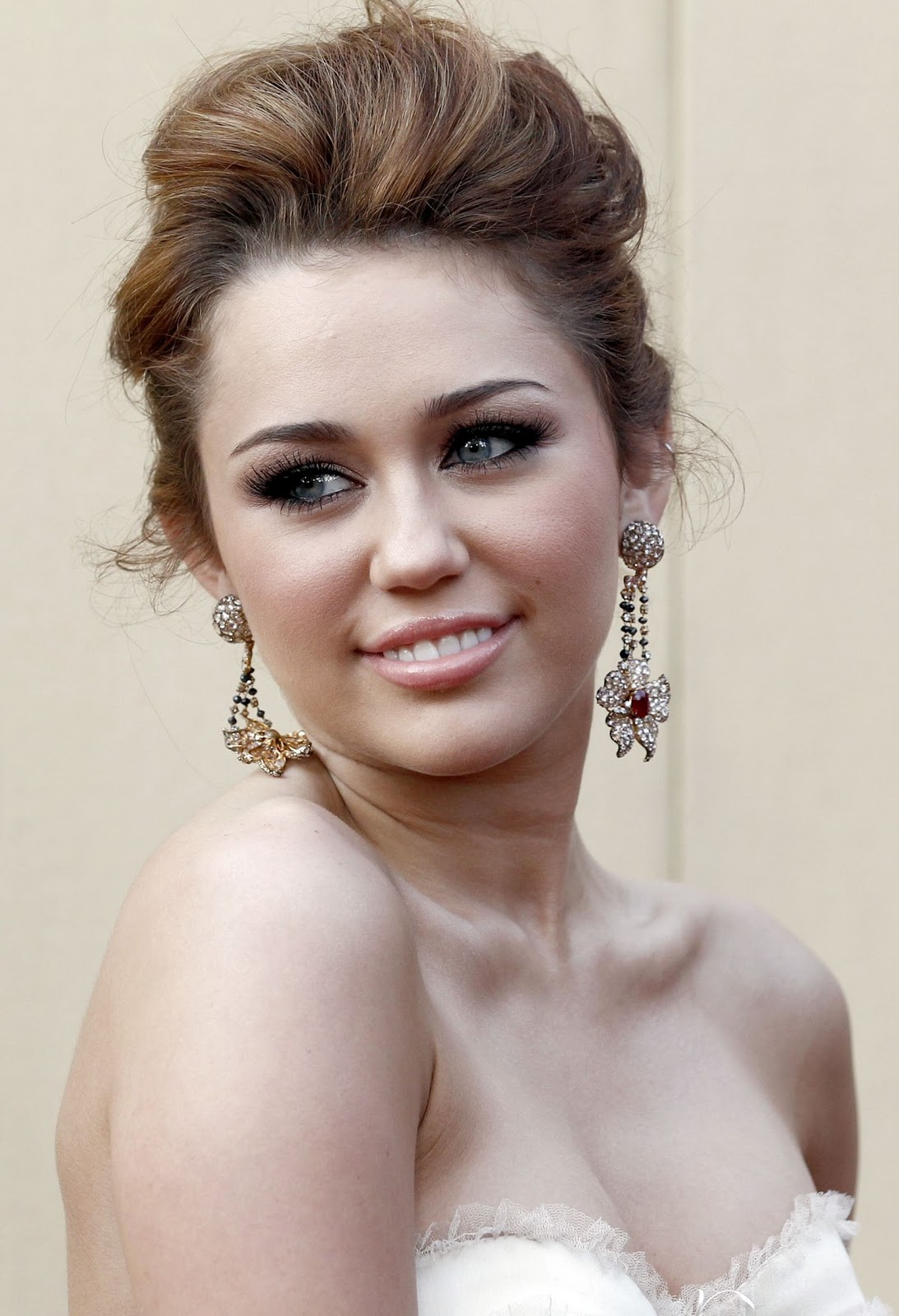 Top model bugil: Miley Cyrus . Young Hot Sexy Pretty