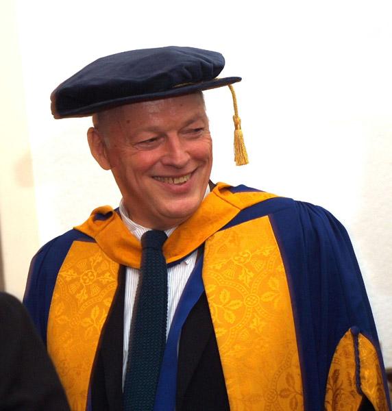 Charlie Gilmour fait des siennes Doctoratelarge