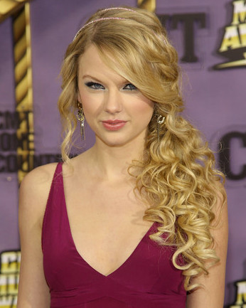long prom hairstyles 2009. curly prom hairstyles long