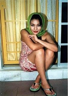 ... ini foto artis panas Maya Karin, emang dia Artis Se