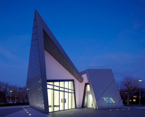 Building contractor modern villa libeskind by studio for Villa architect