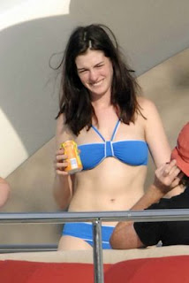 naked anne hathaway in bikini showing boobs sexy