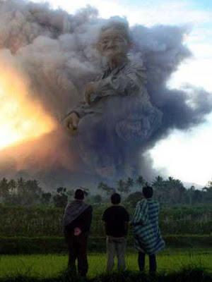 awan Mbah Maridjan Di Gunung Merapi