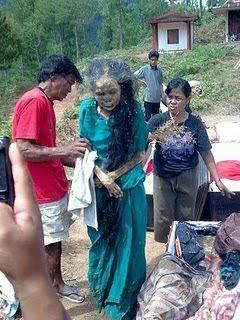 foto Mayat Berjalan Tana Toraja