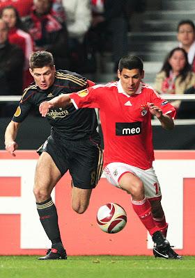 Liga Europa - 1a mão  Benfica bate Liverpool por 2-1 98d7feb7bf861