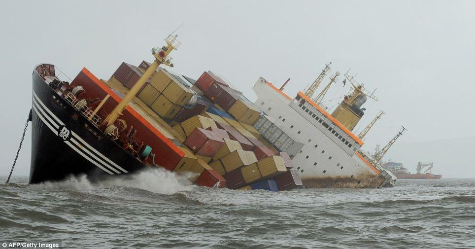 मानव अधिकार संबंधी लेख: डूबते जहाज से मुंबई के पर्यावरण को गंभीर खतरा