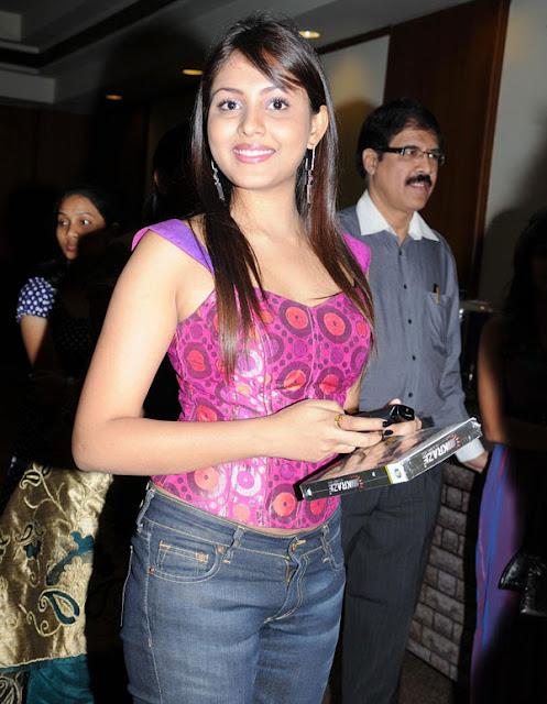 Latest Mp3 Songs: MS Dhoni Wife Sakshi Singh Rawat Hot