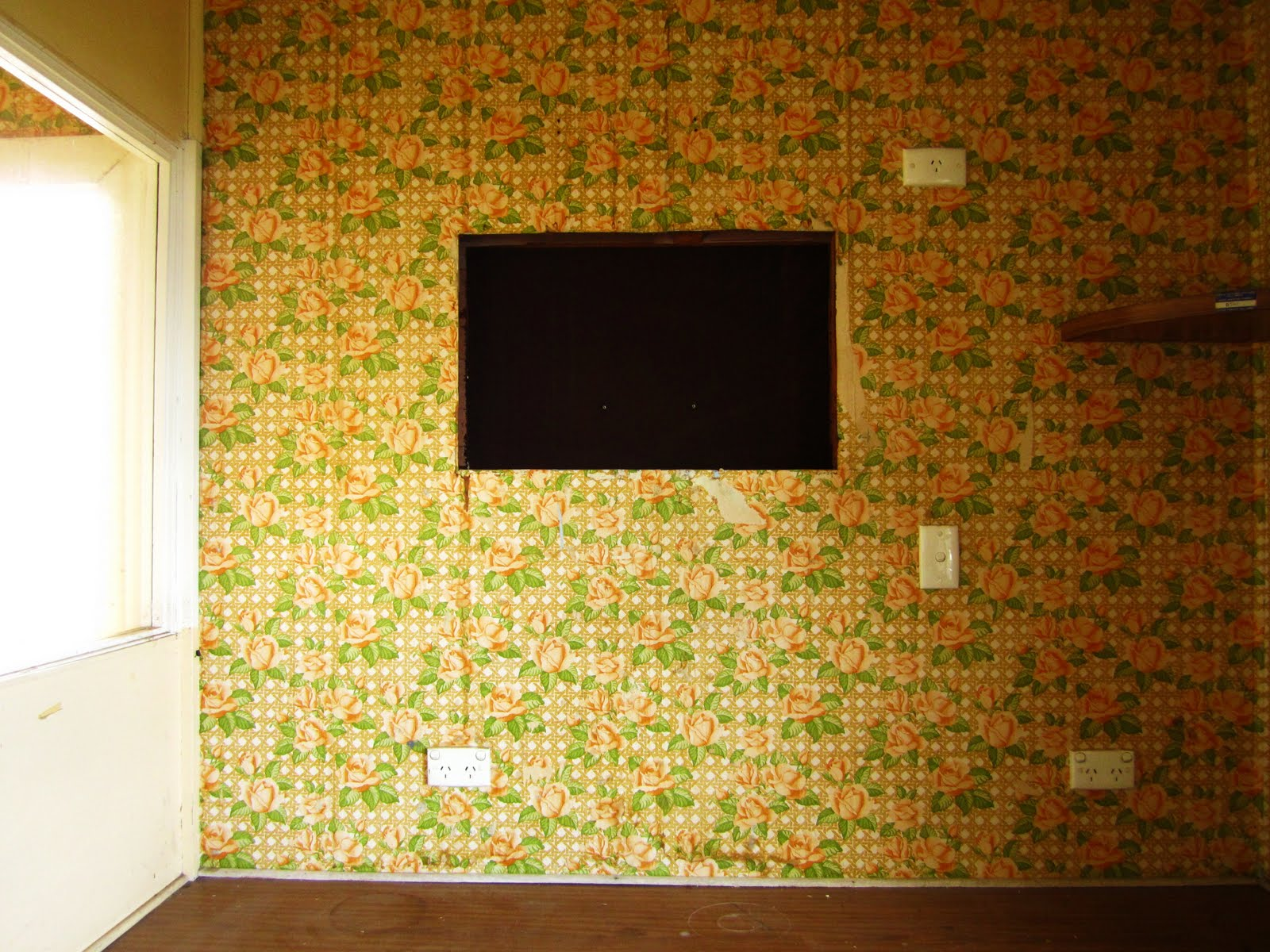 http://1.bp.blogspot.com/_WJjc0N1hIH4/TEuVRcZSnUI/AAAAAAAAMDQ/51M2zwe78b0/s1600/old+wallpaper.2.JPG