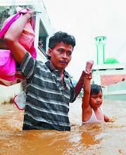 tembus banjir agar anak sekolah