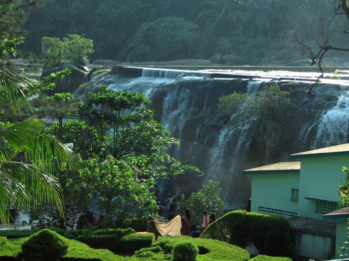 Thrupparappu Waterfalls_1