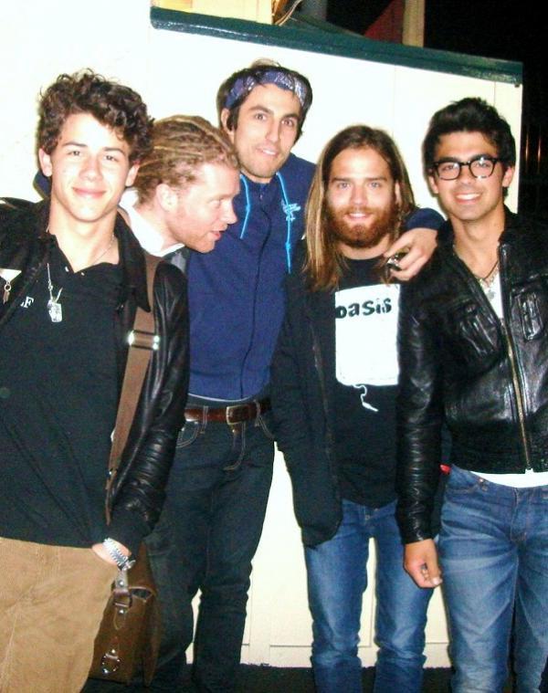 Jonas Brothers: Candids&Noticias >2 [CLOSED] Jonas-brothers-patys-diner-2_0