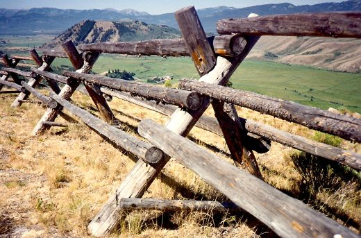 7 Rustic Fence Design Ideas | DoItYourself.com