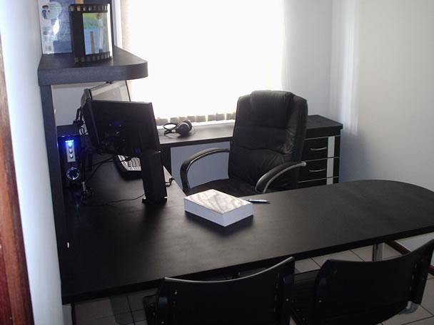 Ruang Kerja Di Rumah Dengan Gaya Profesional, Suasananya Malah Mirip Kantor