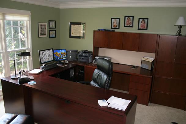Gaya Lama Kantoran Masih Dipertahankan Di Ruang Kerja Di Rumah Ini