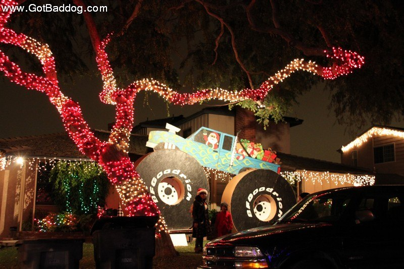 a 4x4 joined in too - Christmas Lights In Torrance