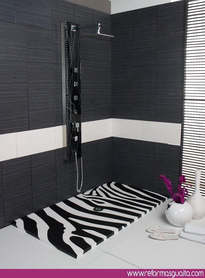 Baño Blanco Con Rojo:Cuadro Exclusive, grifos blancos/negros