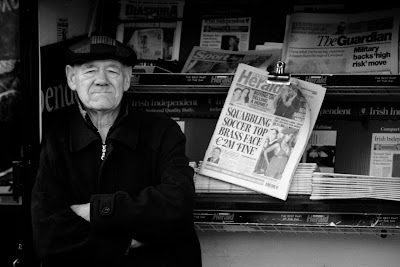 Åldrad tidningsman
