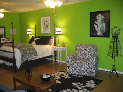 Small Bedroom Decorating Ideas on Is To Coordinate With Your Walls  Bedding And Curtains In The Bedroom