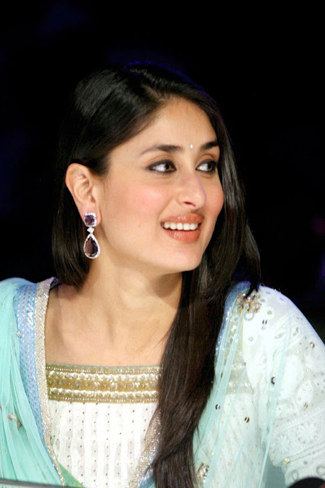 kareena kapoor on the sets of india got talent