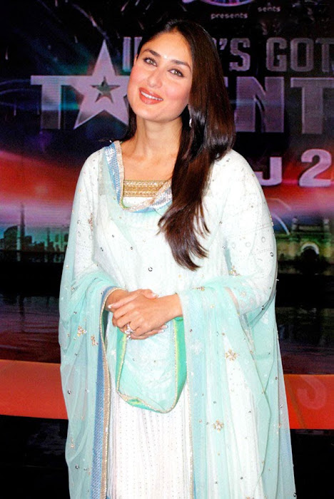kareena kapoor on the sets of india got talent actress pics