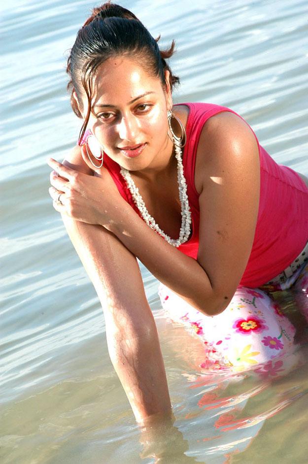 Kandahar Movie Actress Kaveri Jha Sexy Pictures | Kandahar Heroine hot ...