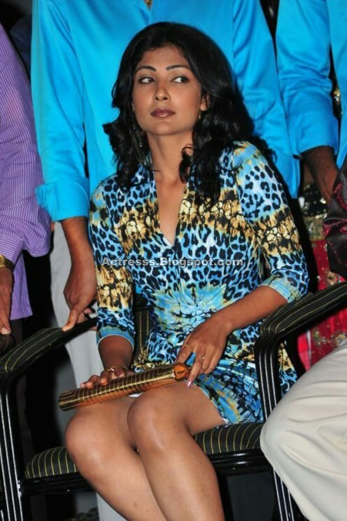 Kamalini Mukherjee Masala Legs Show wallpapers