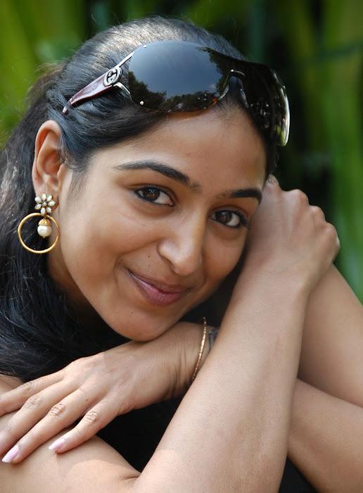 padma priya shoot latest photos