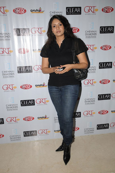 sangavi in black tshirt at blind date premiere hot images