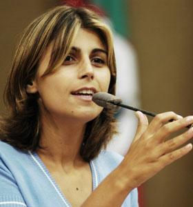 Brasileira 'entra na briga' para ser eleita na Internet a política mais bela do mundo