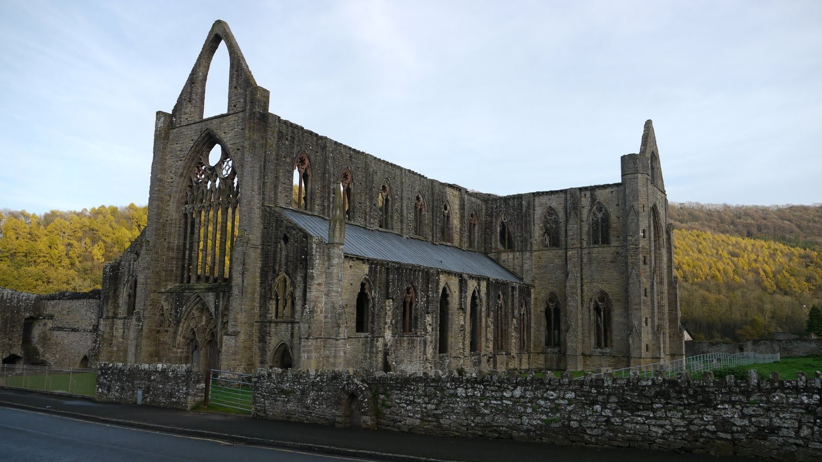 a review of lines written a few miles above tintern abbey by william wordsworth Lines composed a few miles above tintern abbey, on revisiting the banks of  the wye  original text: william wordsworth and s t coleridge, lyrical ballads .