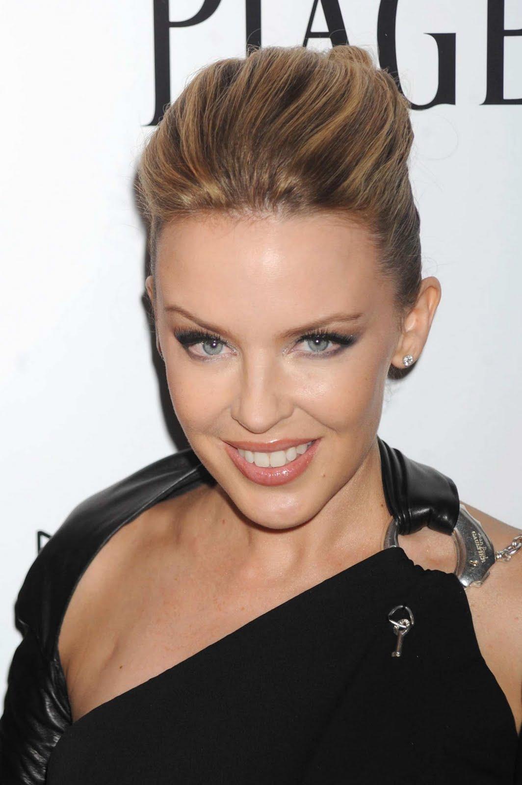 http://1.bp.blogspot.com/_WZUKutdVIrw/TGyjEPWukkI/AAAAAAAADEc/D8GMYWPAYBY/s1600/Kylie+Minogue+a84_032.jpg