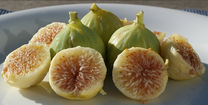 Fresh white figs - foto: casa rural El Paraje